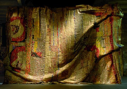 El Anatsui, Dusasa I, 2007. Photo by Giovanni Pancino, Courtesy Jack Shainman Gallery, New York.
