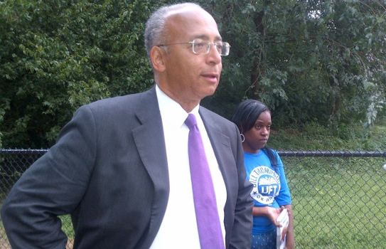 Bill Thompson greets voters outside a subway stop in Prospect Heights.