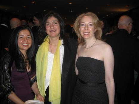 Elaine with Cindy Rodriguez and Beth Fertig at the Inner Circle Show in 2007