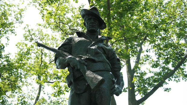 The work pays homage to soldiers who fought in the Spanish-American War.