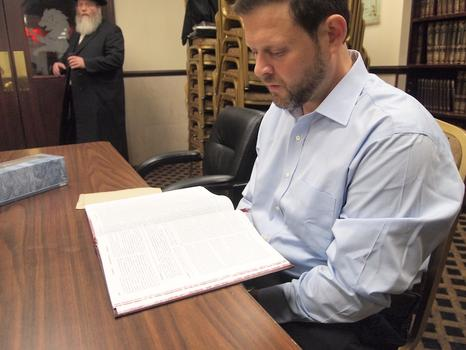 Chaskel Bennett showed up for study at his shul early on Tuesday morning, despite the fact his daughter was getting married that night.