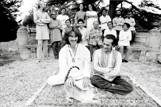 George Harrison, Billy the cat and Ravi Shankar, 1974
