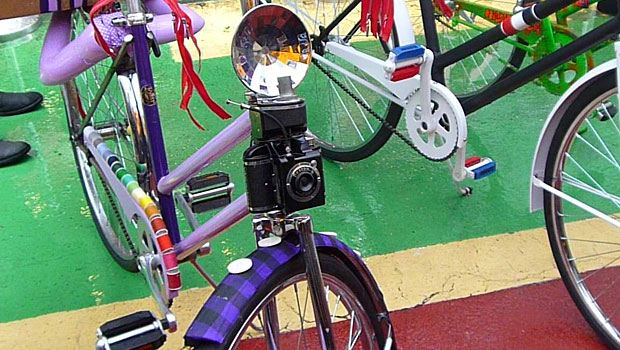 A lavender-colored bike for the shutterbug and the seamstress. (Yes, those are spools of thread.)