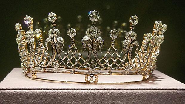 This tiara, which dates back to 1880, was a gift from Taylor's third husband, film producer Mike Todd, in 1957.