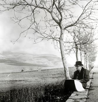 Edward Durell Stone Sketching in Sicily – 1959.