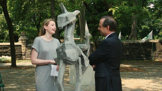 McKerrell explains her sculpture to city parks commissioner Adrian Benepe.