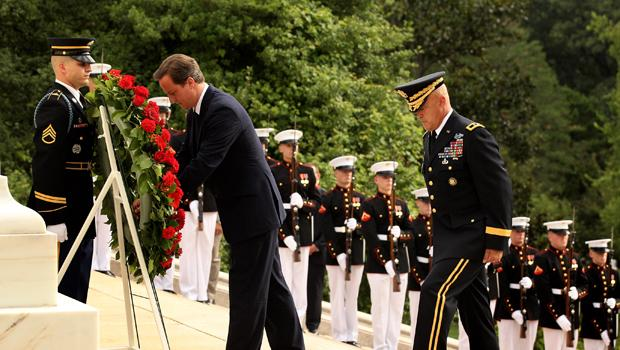 British Prime Minister David Cameron lays a wreath at the 'Tomb of the Unknowns' in Arlington National Cemetery