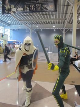 Phil Draper, dressed as Taskmaster, and Billy Morris, as Kick-Ass, came separately, but posed for several pictures together.