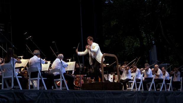 Alan Gilbert leads the orchestra in Tchaikovsky's Symphony No. 4.