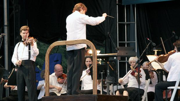 Violinist James Ehnes joins the orchestra for Tchaikovsky's Violin Concerto in D major.