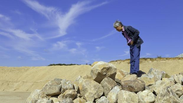 Lee Ufan hunting for stones in Long Island last October.
