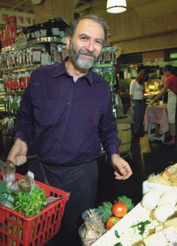 Leonard food shopping. (2001)