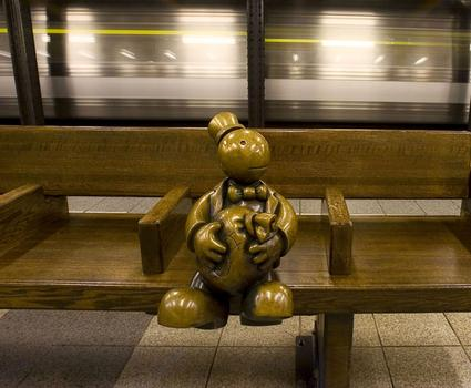 'Life Underground' (2001) © Tom Otterness, 14 Street–8th Avenue Station, MTA New York City Transit.