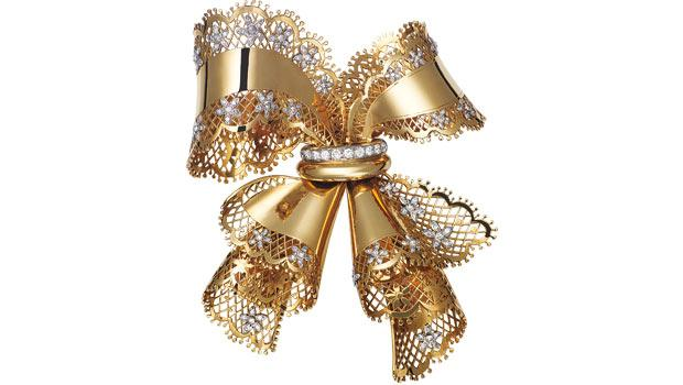 This 1945 lace bow knot brooch features yellow gold, platinum and diamonds.