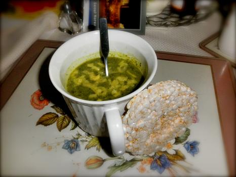 Lunch: cream of kale soup (hemp milk) sprinkled with grass-fed raw cow's milk cheese; brown rice cake
