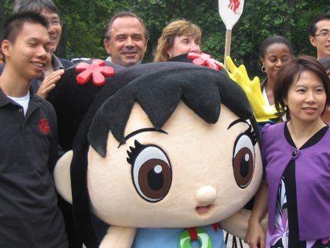 Parks Commissioner Benepe with Nickelodeon character Kai Lan