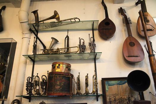 Retrofret has a small collection of vintage brass and woodwind instruments.
