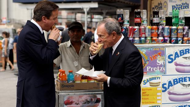 British Prime Minister David Cameron and Mayor Michael Bloomberg have a hotdog outside of Penn Station