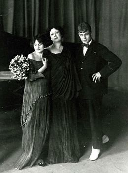 Irma Duncan, Isadora Duncan and Serge Essenin, ca. 1923