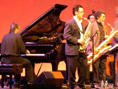 <strong>Members of The Either/Orchestra Leo Blanco, piano; Jeremy Udden, alto sax; Kurtis Rivers, baritone sax; (back row) Rick McLaughlin, bass, 11/12/04. </strong>
