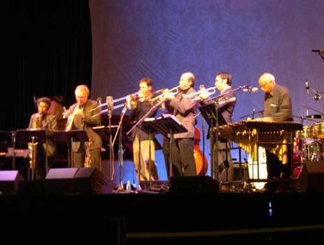 <strong>Members of The Either/Orchestra and (far R) Mulatu Astatqe.  World Financial Center, 11/12/04.</strong>