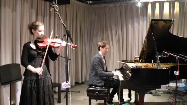 Hilary Hahn & Hauschka performing