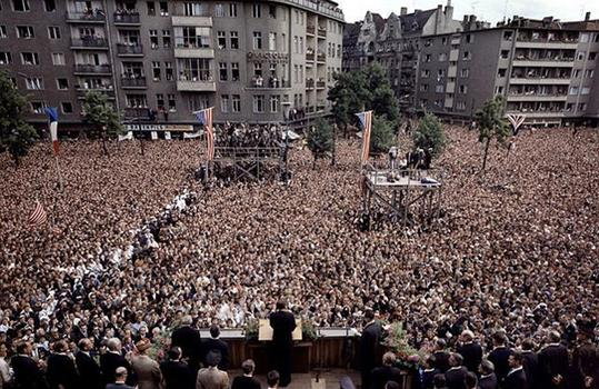 President Kennedy delivers remarks in the Rudolph Wilde Platz.