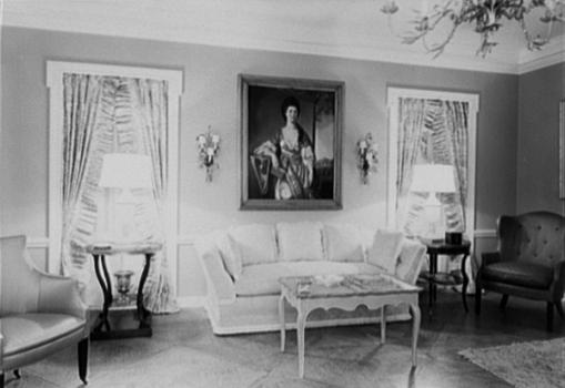 Upscale living room display at B. Altman & Co., New York, 1944