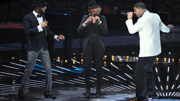 Bronx musicians Swizz Beats (l) and Mary J. Blige (c) perform with Drake (r) at the MTV Video Music Awards.