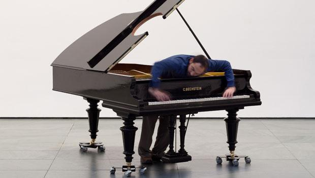 Pianist Amir Khosrowpour plays the Bechstein upside down.