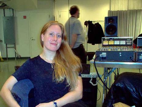 <strong>WNYC engineers Jennifer Munson and Ed Haber, 11/20/03.</strong>