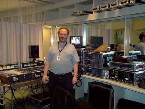 <strong>WNYC Senior Concert Engineer Edward Haber and the gear, 11/20/03.</strong>
