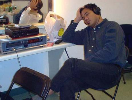 <strong>WNYC engineer George Wellington relaxes before the concert, 10/23/03.</strong>