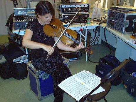 <strong>Chilingirian violist Susie Mészáros warms up backstage, 10/23/03.</strong>