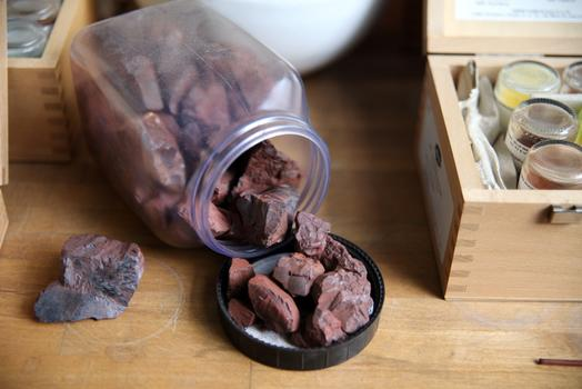 Kremer Pigmente extracts pigment from rocks.
