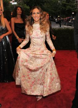 Actress Sarah Jessica Parker went to the ball with Valentino Garavani, who designed her taffeta gown.