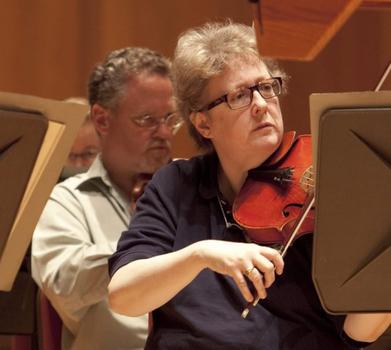 Suzanne Bilyeu plays viola in the 2010 BSO Summer Academy