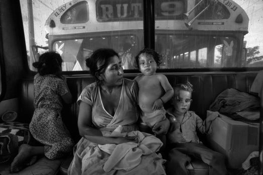 Donna De Cesare. El Salvador / Honduras border, El Poy, El Salvador, 1988.