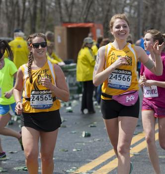 Members of the Tufts marathon team.