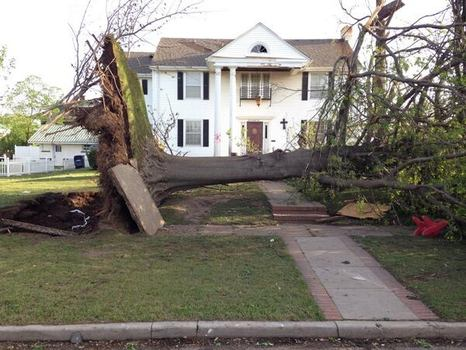 A photo of the destruction in Baxter Springs, KS.