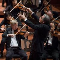 Michael Tilson Thomas leads the San Francisco Symphony