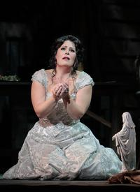Sondra Radvanovsky stars in LA Opera's production of Tosca