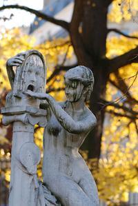 statue in Le Jardin de Luxembourg, Paris