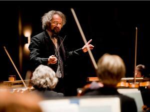 Music Director Carlos Kalmar