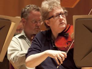 Suzanne Bilyeu on the viola at the 2010 BSO Summer Academy.