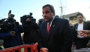 Gov. Chris Christie arriving at Fort Lee to apologize to Mayor Mark Sokolich after