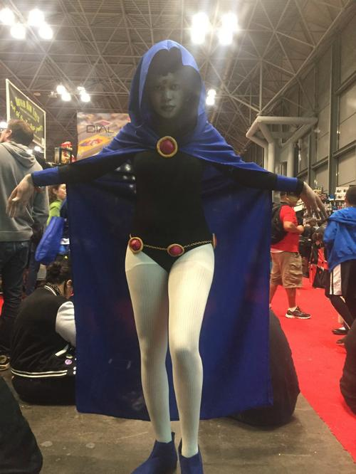 Suqi cosplays as Raven from 'Teen Titans'