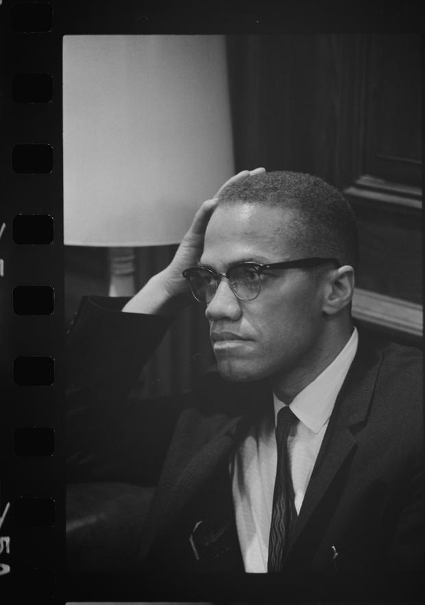 Malcolm X waits at Martin Luther King press conference