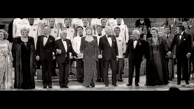 Grand finale, with all singing. Left to right: Madeline Kahn, Rosemary Clooney, Frank Sinatra, Leonard Bernstein, Shirley MacLaine, Walter Cronkite, Isaac Stern, Marilyn Horne, and Tony Bennett.