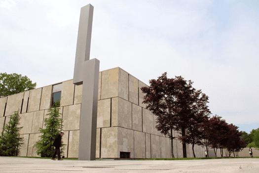 Barnes Foundation, Philadelphia, Pennsylvania, Ellsworth Kelly, Barnes Totem, sculpture